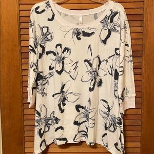 LuLaRoe L Cozy Kate White and Navy blue floral